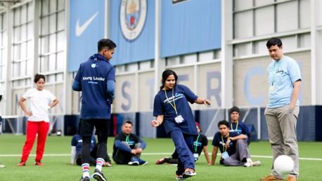 """O programa """"Cityzens Giving Jovens Líderes"""", ajuda os jovens a utilizarem o Futebol, como um instrumento valioso e de mudanças sociais."""