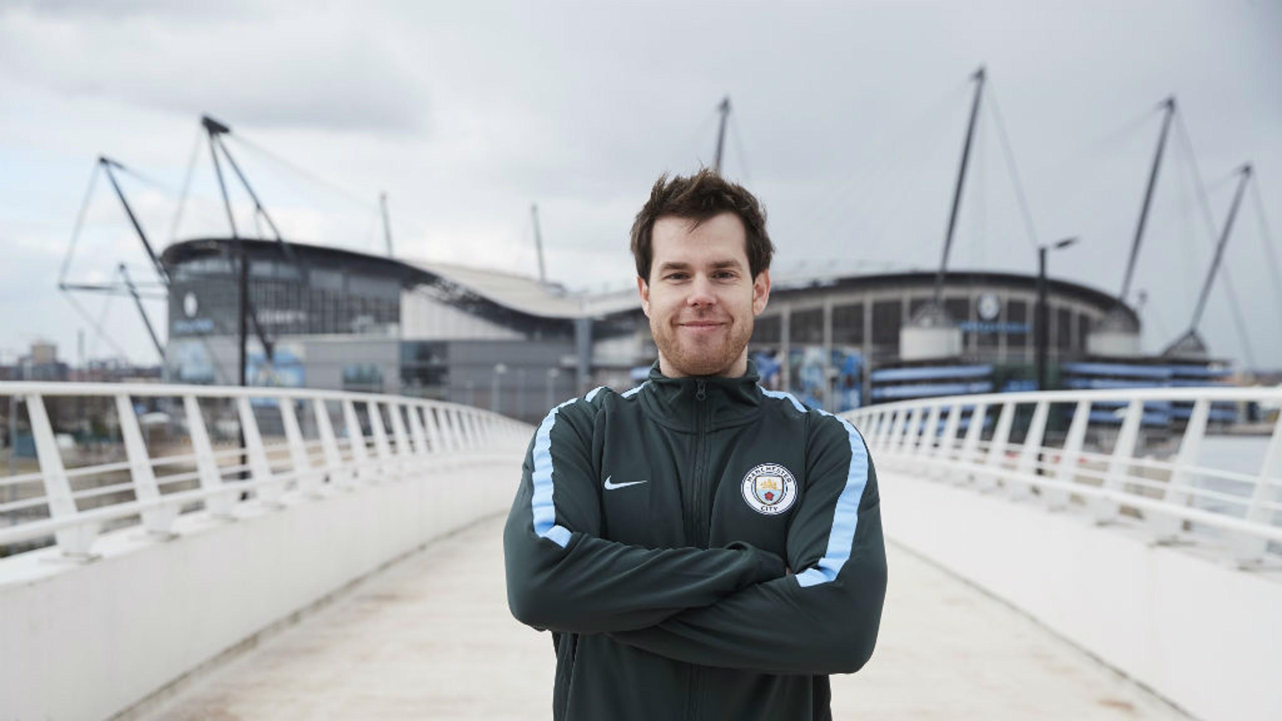 City sign world champion esports player
