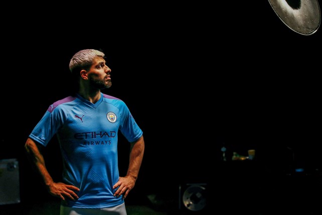 separation shoes cc08d 2280b Behind-the-scenes: New PUMA home kit shoot - Manchester City FC