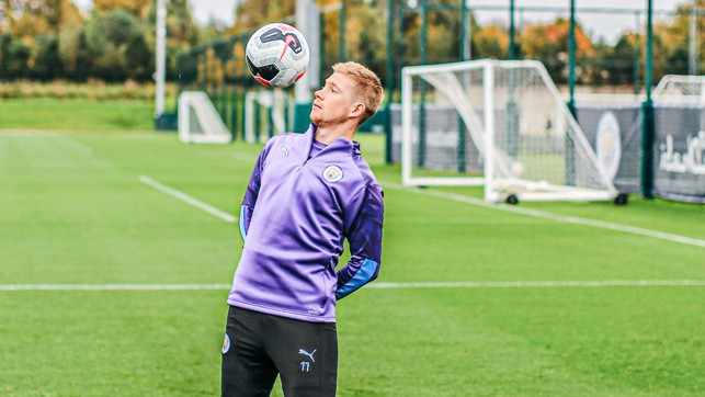 SPECIAL K: KDB limbers up with some nifty skills ahead of getting down to business