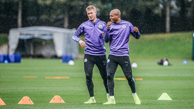TWO'S COMPANY: Fernandinho and Kevin De Bruyne talk through Monday's session