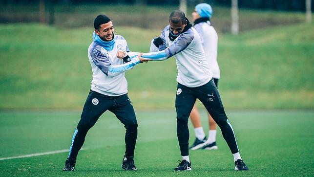 AT ARMS LENGTH: Fernandinho and Ian Cralo Poveda spar for supremacy!