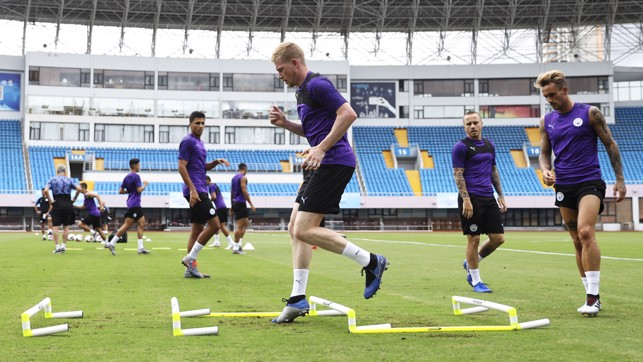 FOOTWORK: Kevin De Bruyne shows nimble feet
