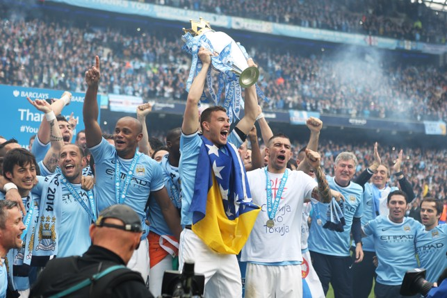 KING ALEKSANDAR: Kolarov celebrates winning the Premier League in 2014