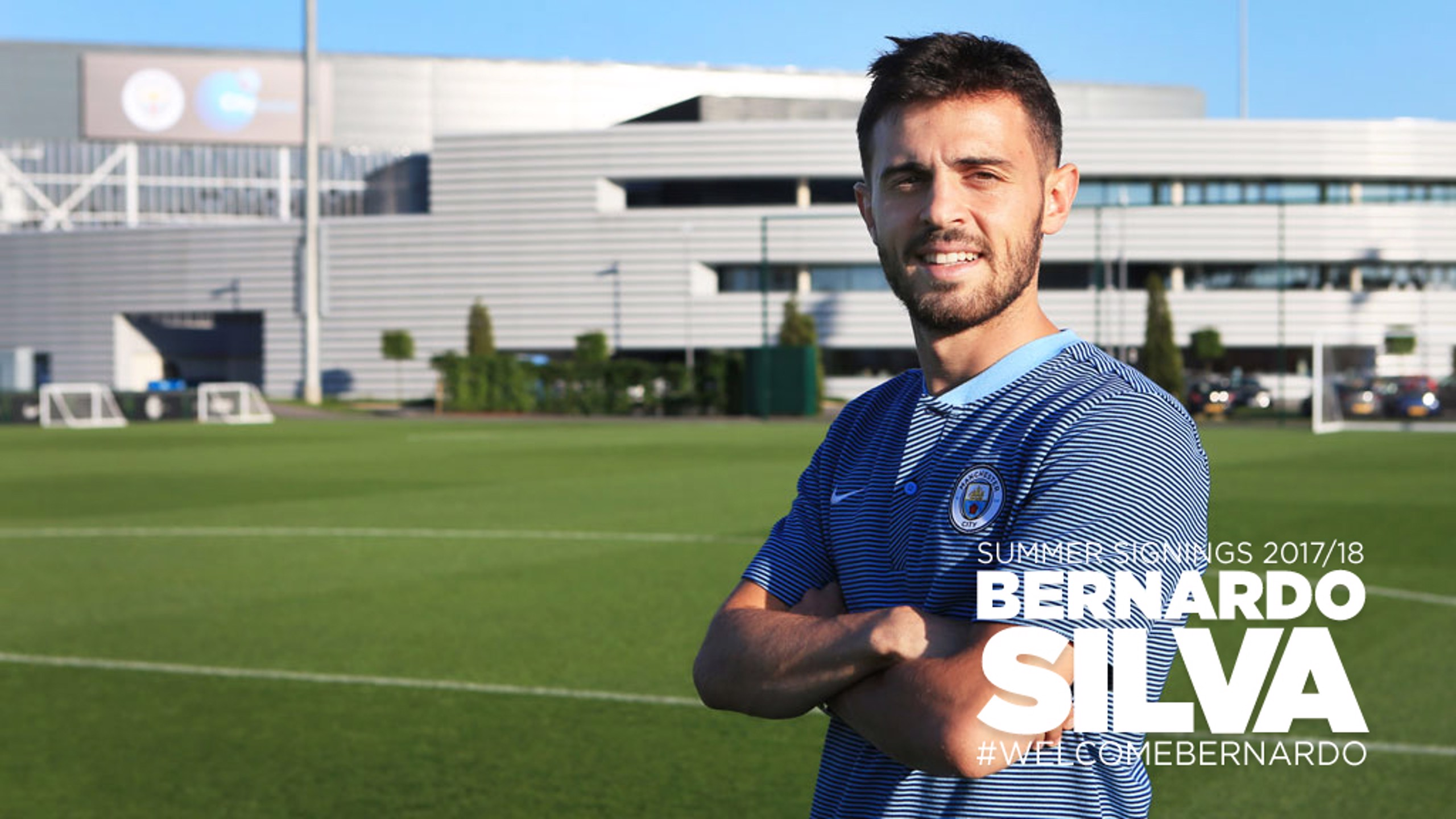 Bernardo Silva sonríe frente a la City Football Academy
