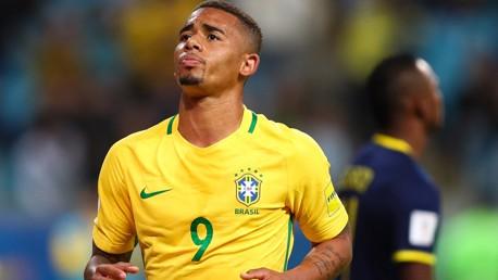 HADIAH DARI GAB: Tampil bersama Brasil