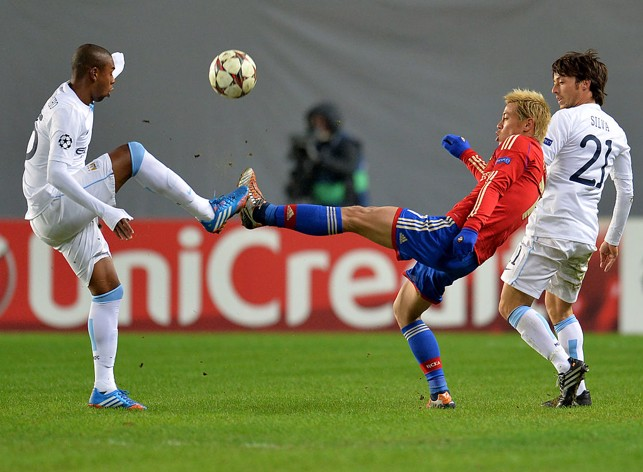 HIGH FOOT: Fernandinho challenges against CSKA Moscow in 2013