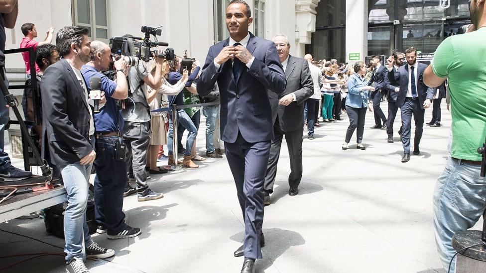 2017: Smart dressed man - Danilo arrives at a civic reception for Real Madrid's 33rd La Liga title