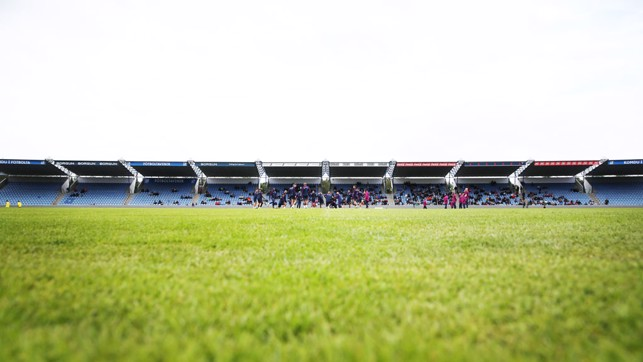 LONG SHOT: Open training in Iceland.