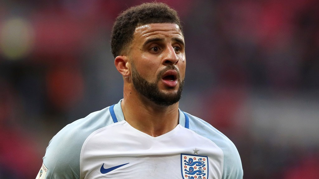 Kyle Walker assina contrato com o City