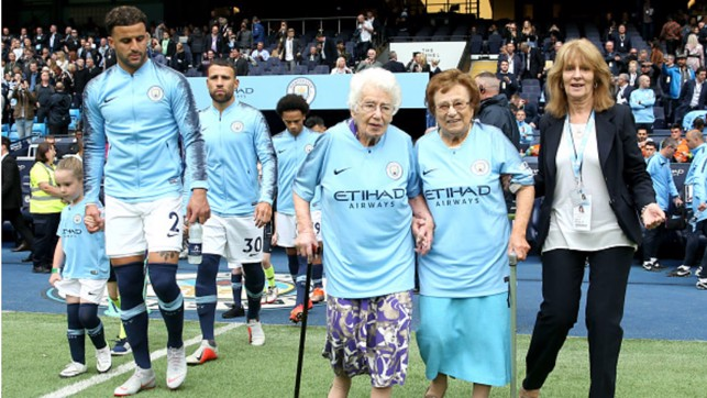 SPECIAL MASCOTS: 102-year-old Vera Cohen and 98-year-old Olga Halon lead out the team against Fulham