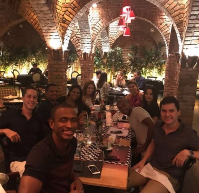 FERNA FRIENDS: Fernandinho with his friends at a restaurant