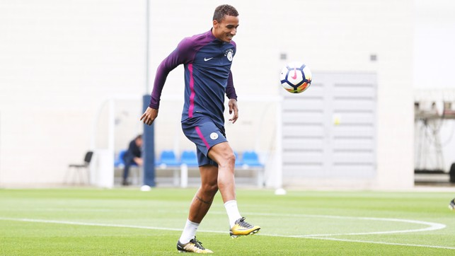 KEEPY UPPY: Danilo with the skills