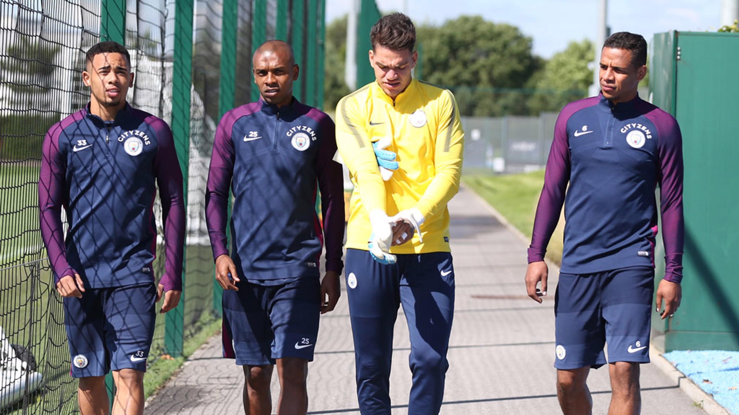 QUARTETO BRASILEIRO| Gabriel Jesus, Ederson, Fernandinho e Fernando, no fim do treinamento