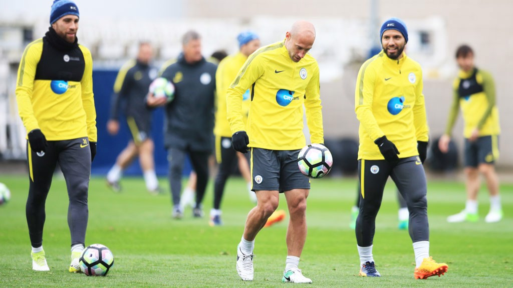 KEEPY UPPIE: Pablo Zabaleta performs a few keepy uppies.