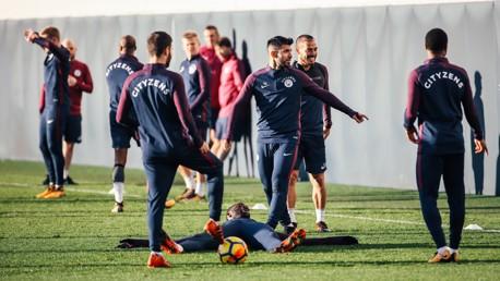 اللاعبون يستمتعون بالتدريبات تحت شمس مدينة مانشستر
