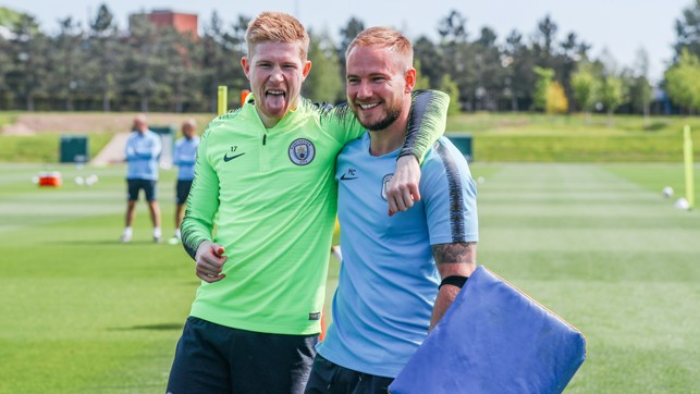 SUN'S OUT, TONGUES OUT!: Kevin De Bruyne is still in the party mood!