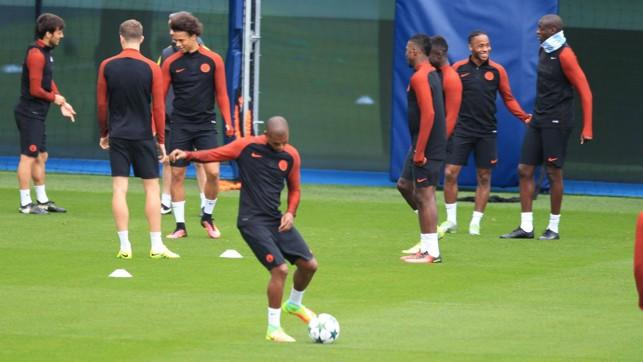 TECHNIQUE: Fernandinho on the ball