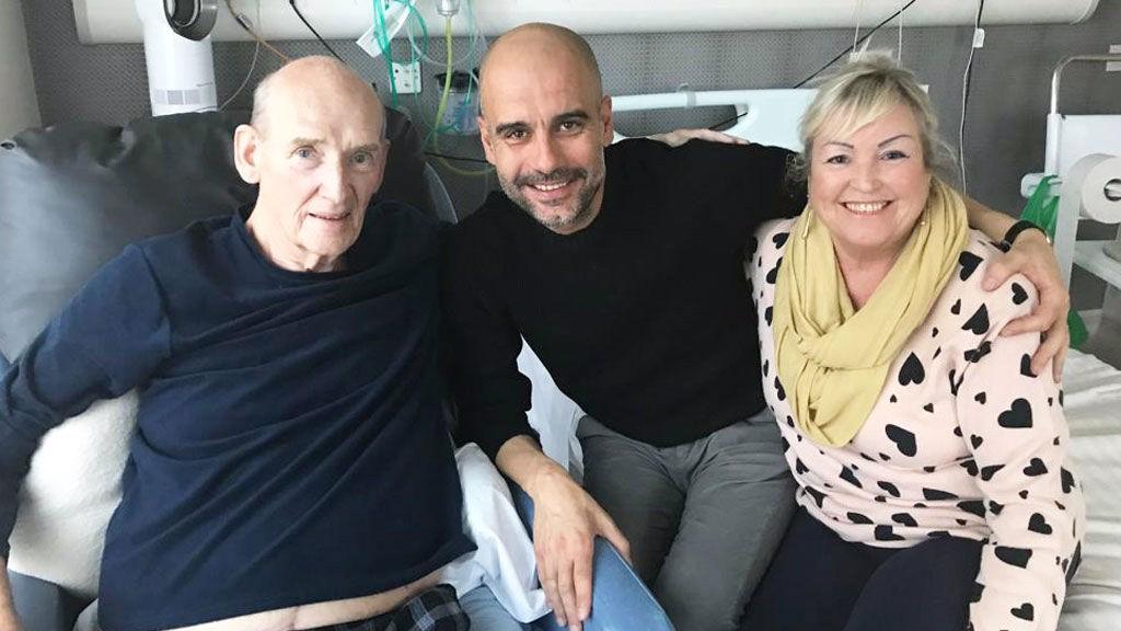 VISITA. Pep Guardiola junto a Bernard Halford y su esposa.