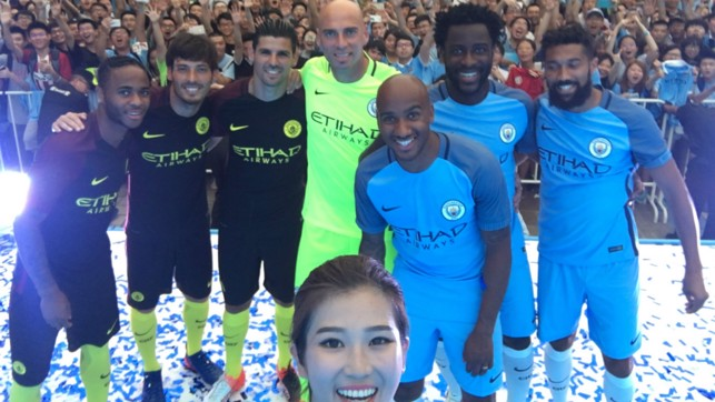 ALL SMILES: Chinese TV presenter Roxana with the players
