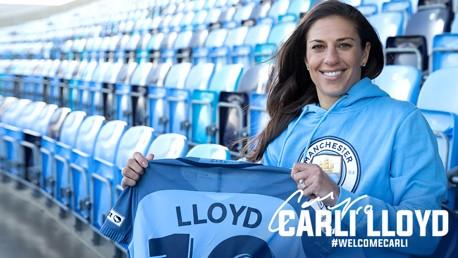 WELCOME CARLI: Carli Lloyd holds up her new shirt, adoring #10
