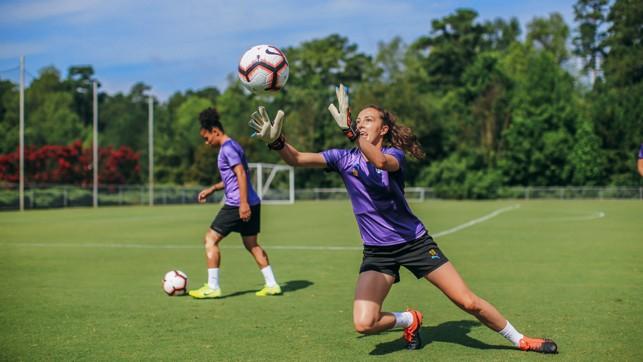 JOB SWAP: Caroline Weir tries her hand at goalkeeping!
