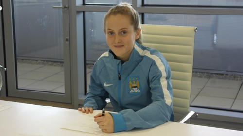 Keira Walsh signs her contract