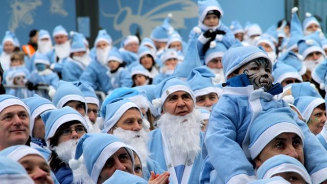 Santa Stroll Action3