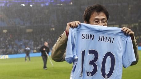 Holding image sun jihai