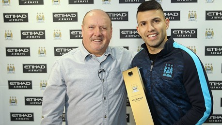 Aguero presented with Etihad Player of the Month award