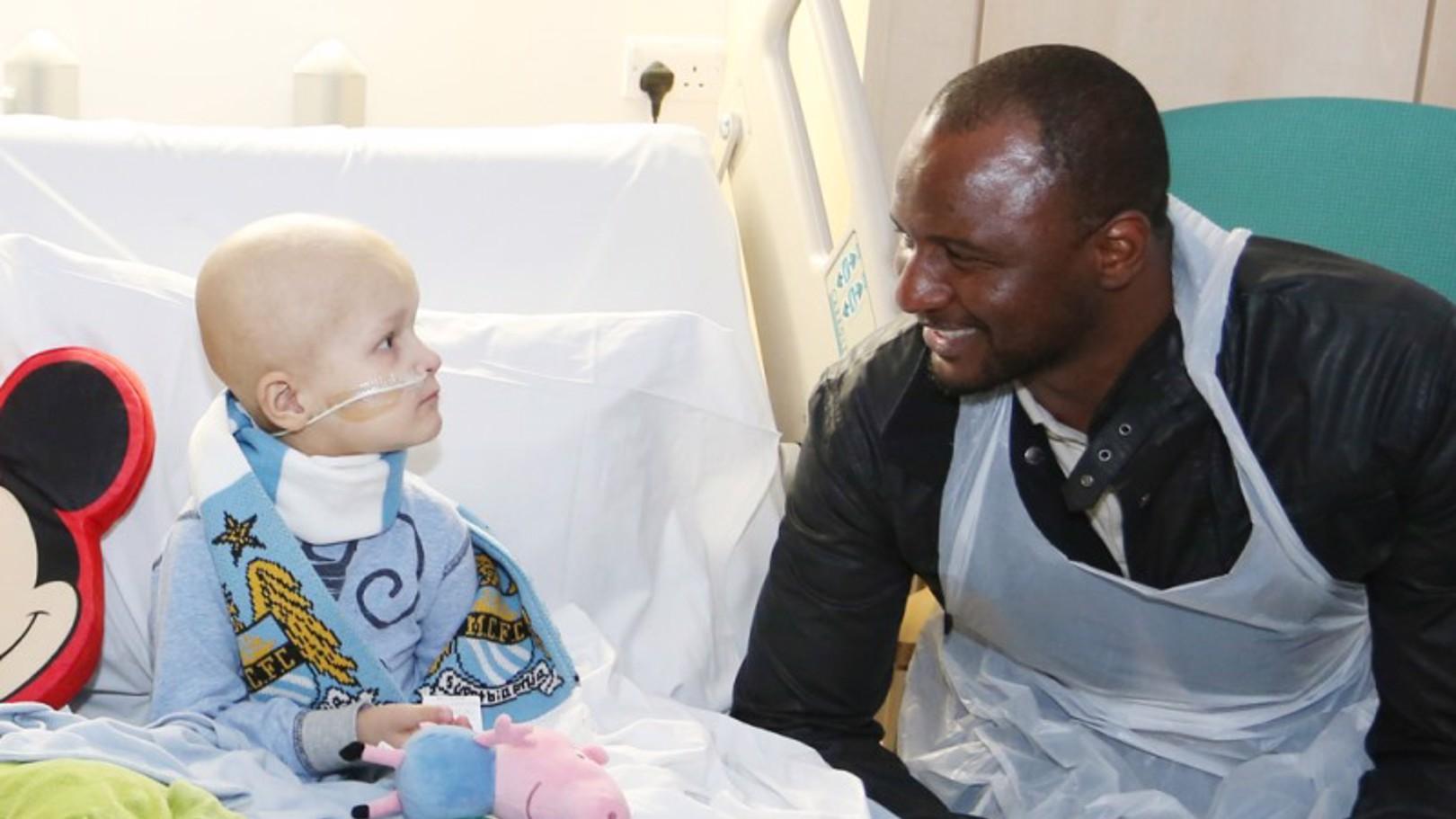 แพทริกและอีดีเอสยกพลไปเยี่ยมผู้ป่วยมะเร็ง