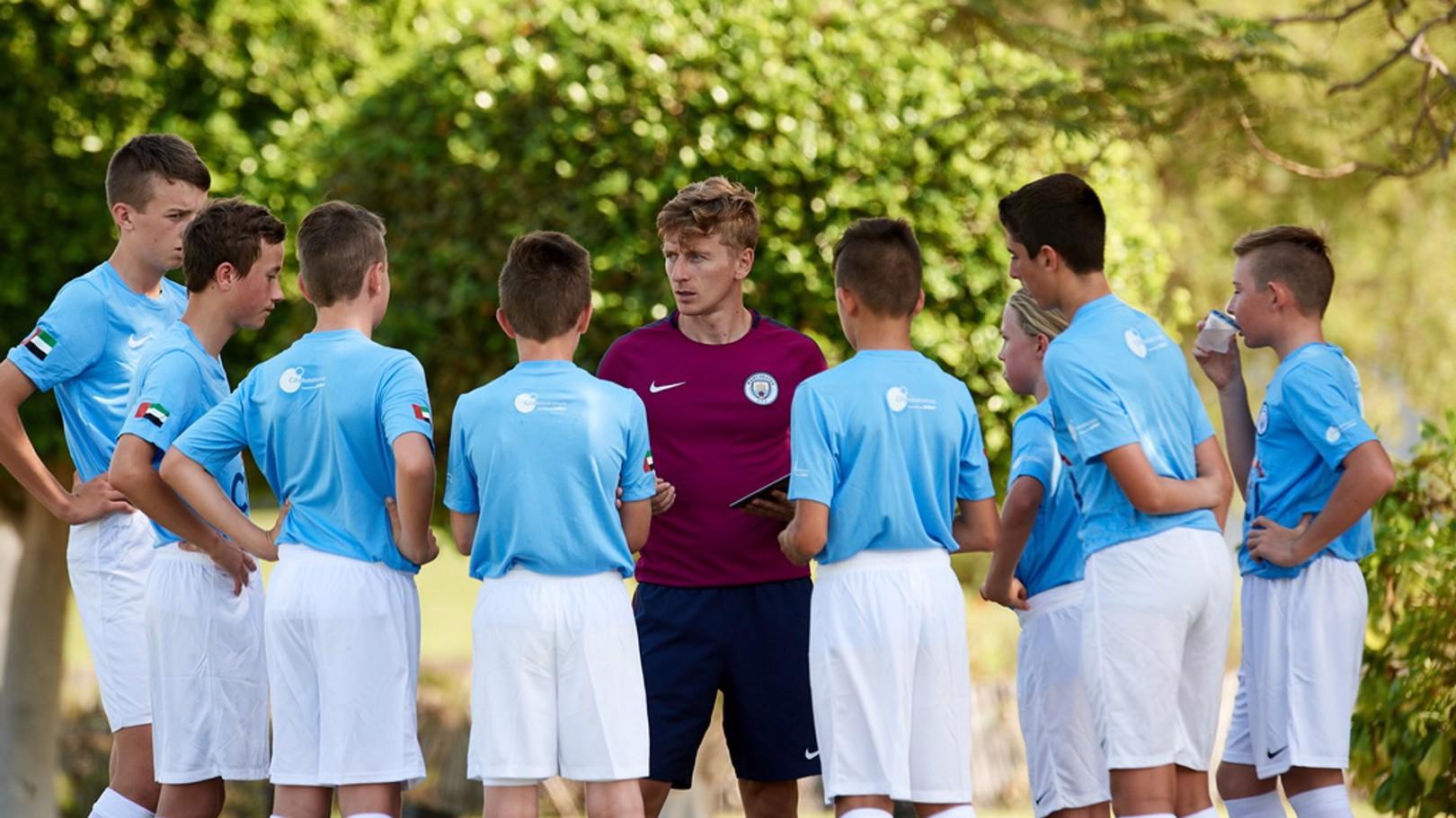 مدارس السيتي لكرة القدم تنظم جلسات تدريبية مجانية في عُمان.