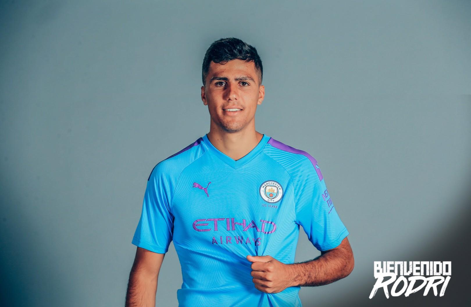 Rodri con su nueva camiseta, la del Manchester City.