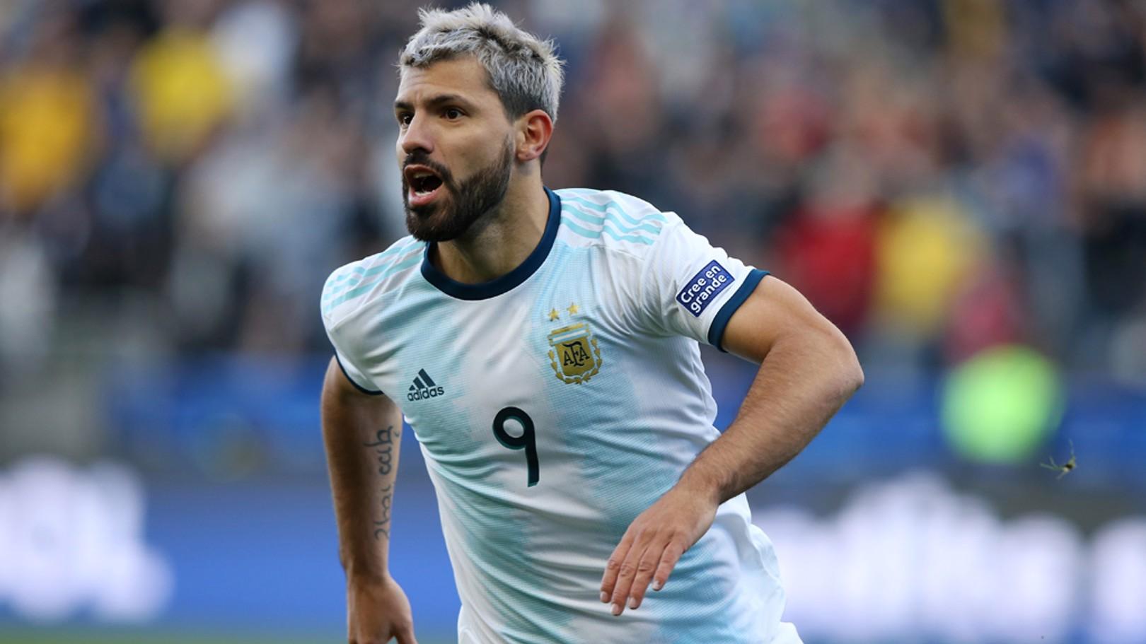SERGIO AGÜERO. Gol con Argentina ante Uruguay.