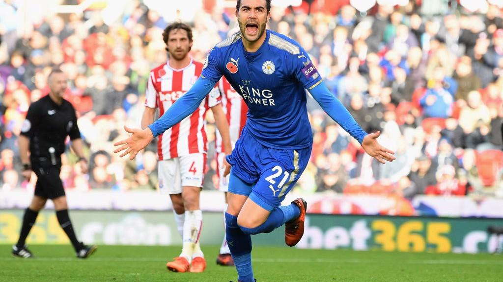 Vicente Iborra celebra su tanto ante el Stoke City.