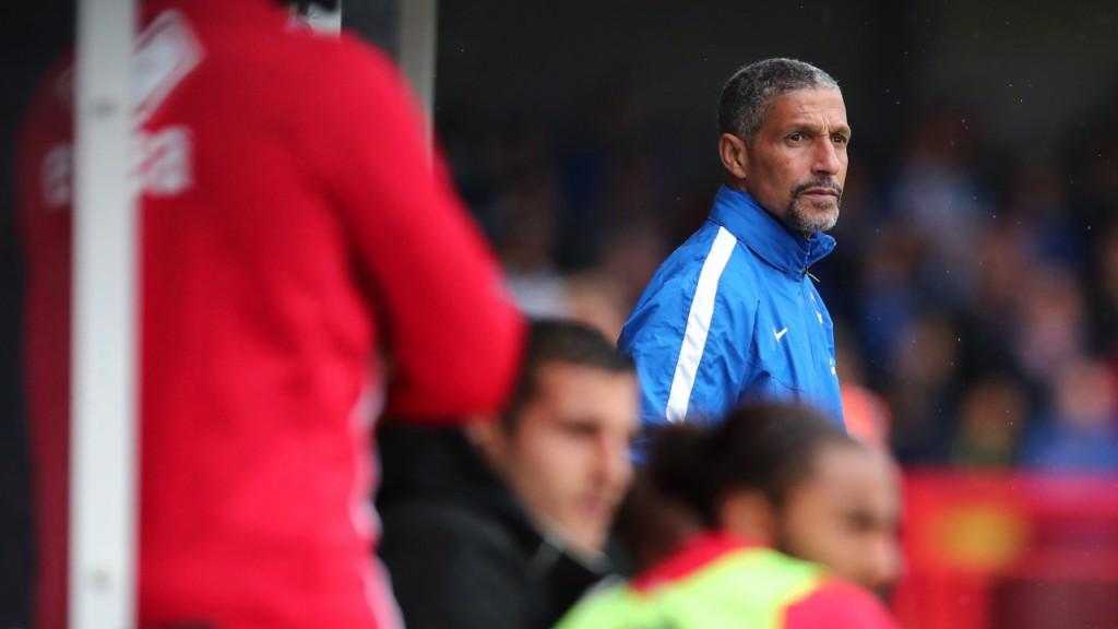 Chris Houghton, entrenador del Brighton durante un partido de pretemporada.