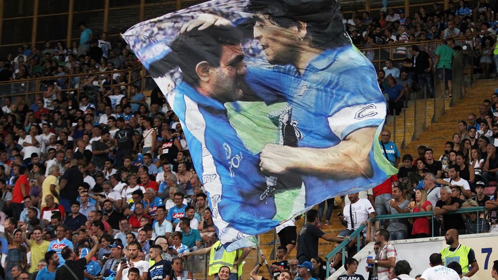 NÁPOLES. San Paolo disfruta del mejor fútbol desde los tiempos de Maradona.