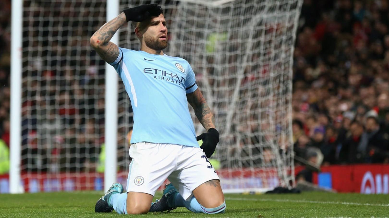 NICO OTAMENDI. El general celebra su decisivo gol en Old Trafford.