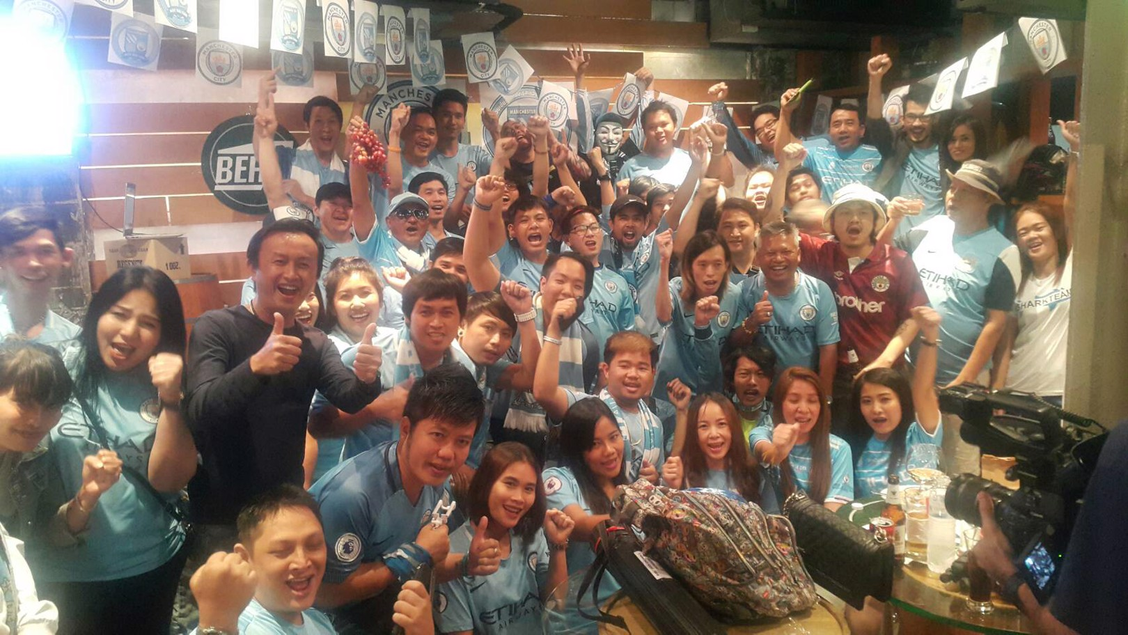 แฟนบอลชาวไทยรวมพลมาชมแมนเชสเตอร์ ดาร์บี้ ที่เอกมัย กรุงเทพฯ 7 เม.ย. 2561