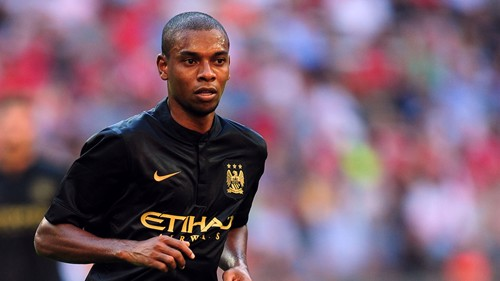 Fernandinho in away kit LEFT PA-17205126