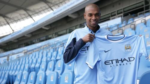 Fernandinho signing 1