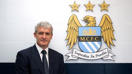 Mark Hughes with MCFC crest 0809