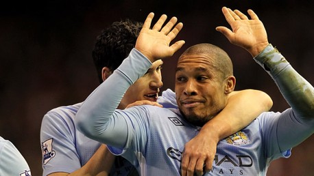 De jong celebrates with Gareth