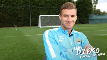 Dzeko renova contrato por quatro anos com o City
