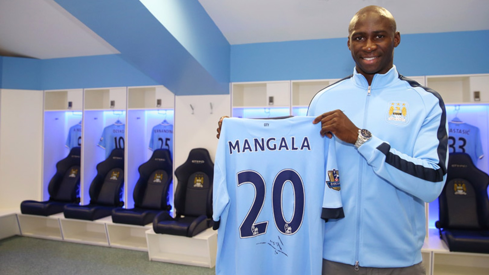 Eliaquim Mangala signs for City