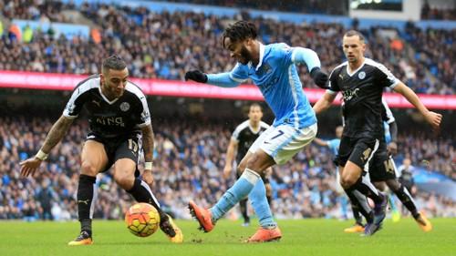 Raheem Sterling crosses the ball