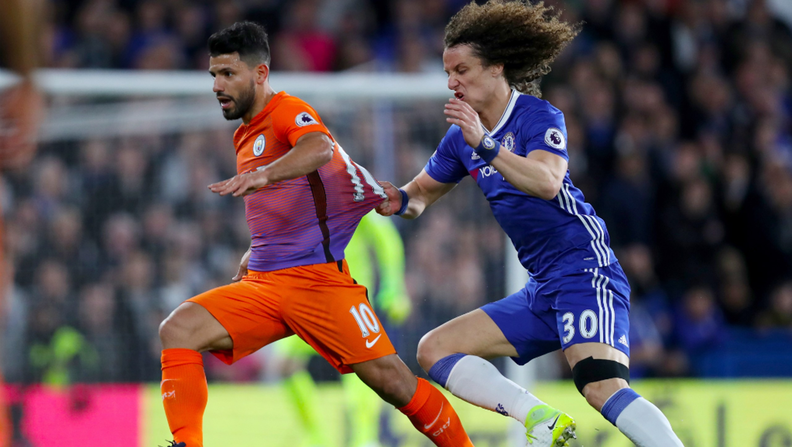 STOP AT ALL COSTS: David Luiz doing everything he can to halt Aguero