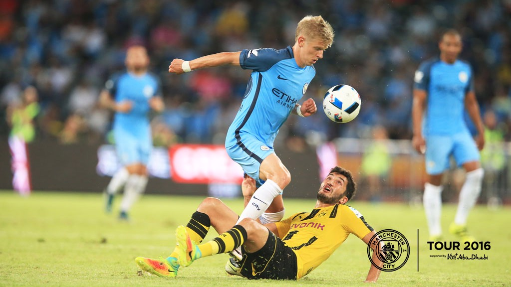 ZINCHENKO: Aleks battles for possession in the first half at the Shenzhen Stadium.