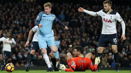 De Bruyne marca ante el Tottenham.