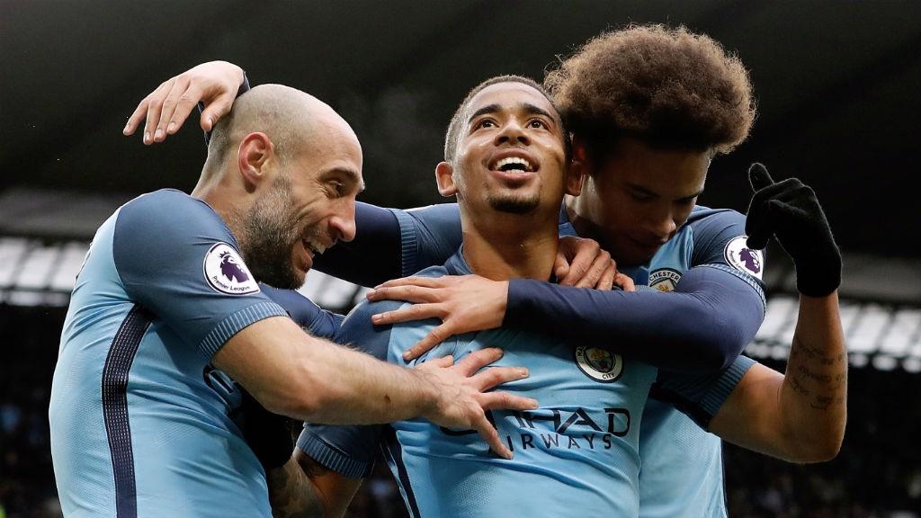 Jesus celebra el gol de la victoria con Pablo Zabaleta y Leroy Sané.